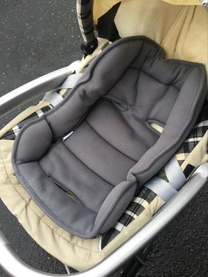 Emmaljunga infant carseat and wheels for Sale in Mountain View, CA