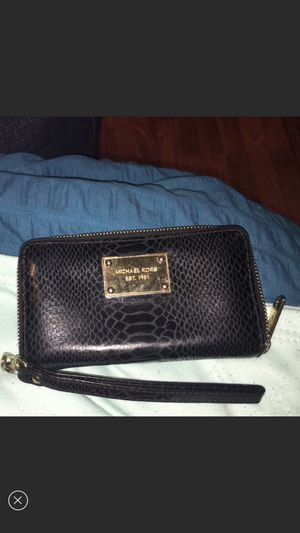 Michael Kors wallet for Sale in Plainview, NY