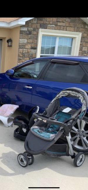 Car seat and stroller combo with base 25 for Sale in Winter Haven, FL
