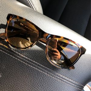 RayBan Woman sunglasses for Sale in Lynwood, CA