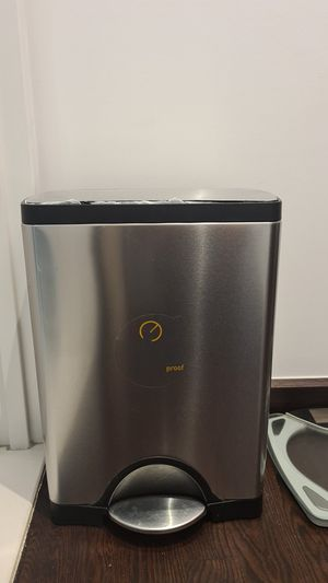 Simplehuman deluxe 30L / 8Gal stainless steel fingerprint proof step on TRASH CAN for Sale in New York, NY