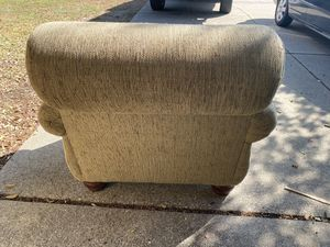 Large chair - FREE for Sale in Arlington, TX