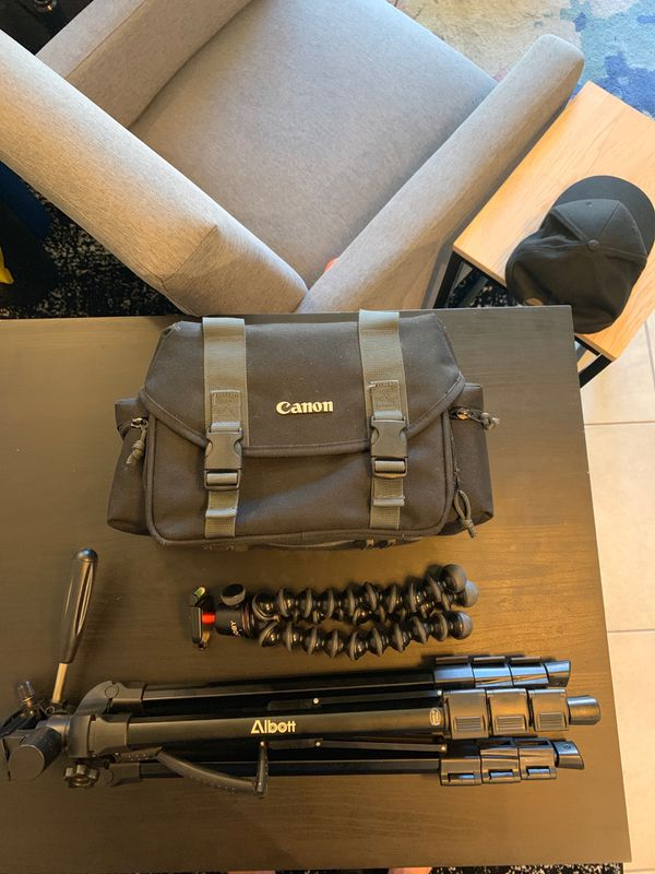 Canon 70D - 4 Lenses - Rode Mic - Joby Tripod - Carrying Case