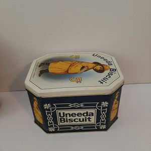 Vintage TIN BOX for Sale in Duluth, GA