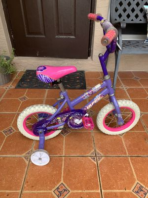 10 inch girls huffy bike with training wheels included. for Sale in Miami, FL