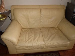 Soft leather love seat need gone for Sale in Columbus, OH