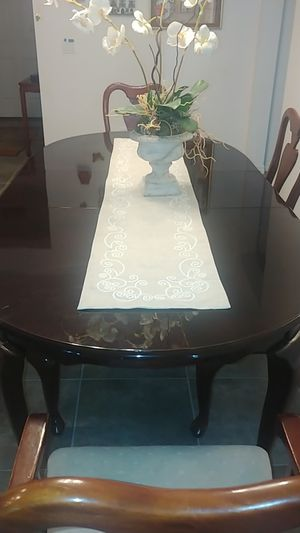 Dinner table w/adapter and 6 chairs for Sale in Apopka, FL