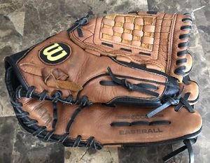 """Wilson A500 Baseball Glove 12 1/2"""" RH Throw Ecco Leather Brown/Black A0500 125. Field ready! Right hand thrower glove goes on left hand. for Sale in West Dundee, IL"""