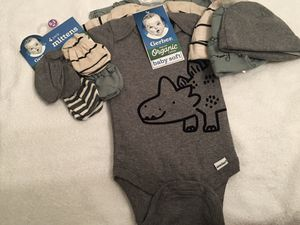 ❤️Adorable newborn onesies, hats and mittens ❤️ for Sale in Springfield, VA