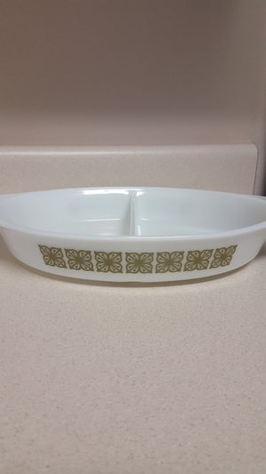 Beautiful Vintage Pyrex divided oval shape verde green Bake Oven Dish #33 1qt No lid AND small oval side dish - FIRM PRICE for both for Sale in Leander, TX
