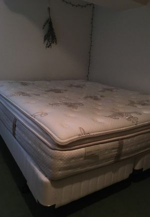 California King Mattress W/ Box Spring and frame for Sale in Seattle, WA