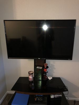40 inch tcl roku tv. Tv stand not included for Sale in Mesa, AZ