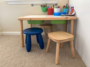 Kids desk and stools for Sale in Tracy, CA