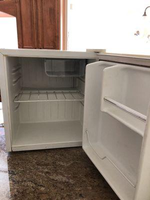 Igloo mini fridge in good condition for Sale in Chula Vista, CA
