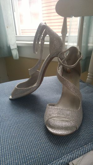 Silver sparkle heels - Size 8.5 for Sale in Buffalo, NY