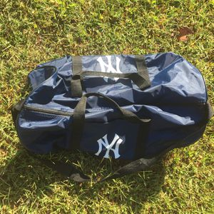 VINTAGE NEW YORK YANKEES DUFFLE BAG for Sale in Raleigh, NC