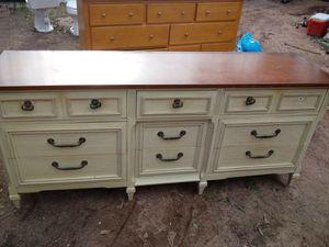 Dresser for Sale in Morrow, GA