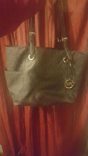 Michael kors shoulder purse for Sale in Dearborn, MI