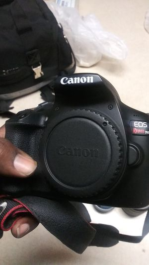 Canon T6 camera with 3 lenses for Sale in Las Vegas, NV