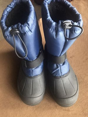 Snow boots size 5 for Sale in Chula Vista, CA