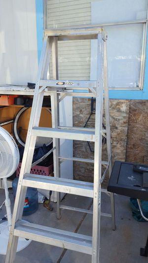6 feets ladder for Sale in Avondale, AZ