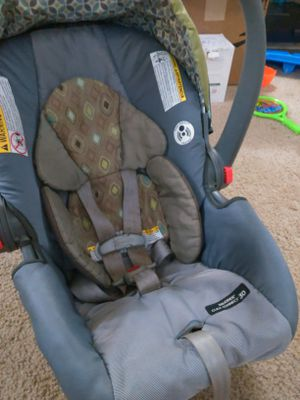Baby car seat + base: Graco SNUGRIDE CLICK CONNECT 30 for Sale in Austin, TX
