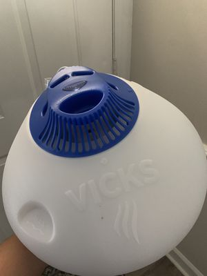 Vick's warm steam vaporizer humidifier for Sale in Durham, NC