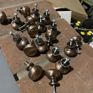 19 Kitchen Cabinet Knobs And 9 Handles $30 For All for Sale in Signal Hill, CA