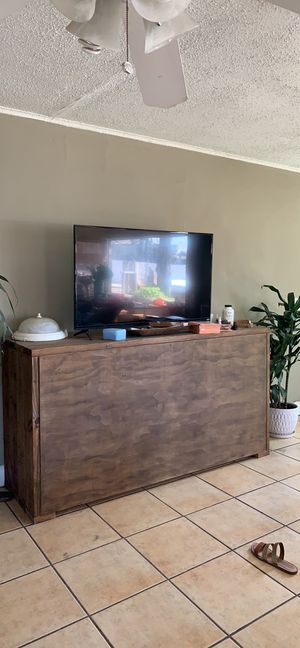 Free tv table NOT THE TV!!!!!! for Sale in Pismo Beach, CA