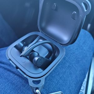 Powerbeats Pro Black for Sale in Fort Lauderdale, FL