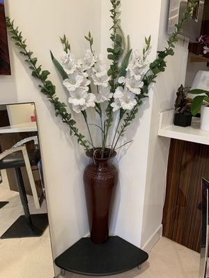 Beautiful vase with flowers for Sale in San Diego, CA