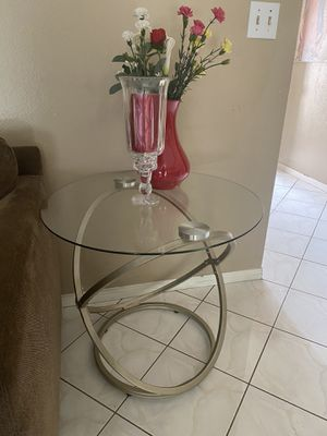 Round glass center table from Ashley furniture for Sale in Garden Grove, CA