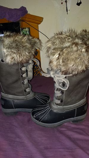 Brand new little girl's London fog Winter boots for Sale in Akron, OH