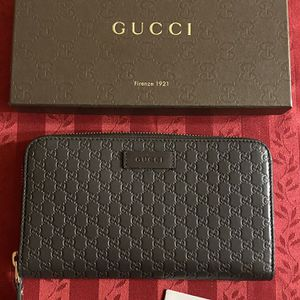 Gucci Traveler's Wallet - Authentic for Sale in Des Moines, WA