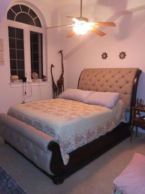 Qween bed frame for Sale in Myrtle Beach, SC