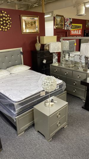 Queen Size Bedroom Set champagne Color 4Pc Set 5QZ for Sale in Euless, TX
