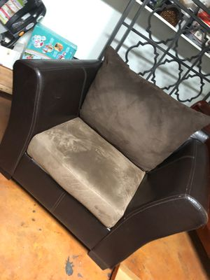 Love seat Couch for Sale in Mesa, AZ