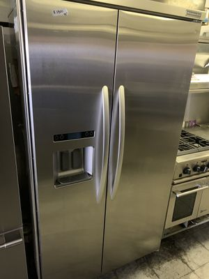 """Kitchen aid 42"""" built in refrigerator for Sale in Corona, CA"""
