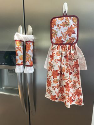 Kitchen towel with decorative pot holders for Sale in Wantagh, NY