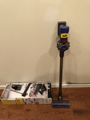 Dyson V8 vacuum for Sale in New York, NY