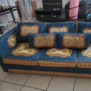 Vintage Couch for Sale in Fontana, CA