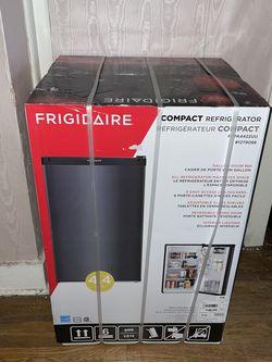 Frigidaire Mini Fridge (Black Stainless Steel) for Sale in Nashville,  TN