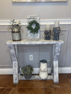 Gorgeous white distressed entry table for Sale in Orlando, FL