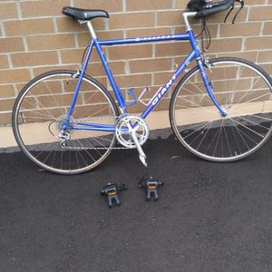 GIANT 12 speed road racing bike size 56.cm. rides great for Sale in Lake Stevens, WA