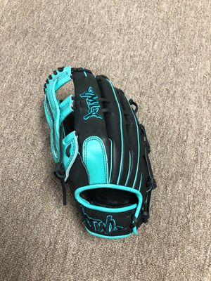 Slow pitch softball glove for Sale in Tampa, FL