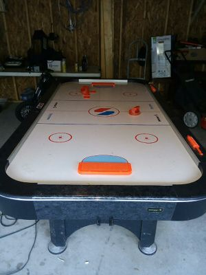 Air hockey table well kept for Sale in Mentor, OH
