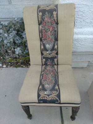 Antique chair only $ 5 !! for Sale in Las Vegas, NV
