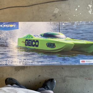 "Horizon Miss Geico 36"" RC Twin Catamaran Brushless Boat for Sale in Queen Creek, AZ"