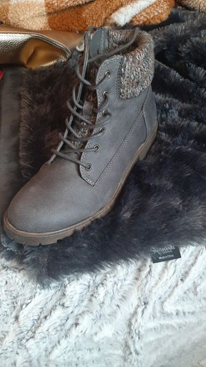 Size 4 girls madden girl like new for Sale in Prineville, OR