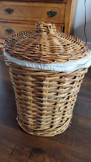 Wicker lidded storage container for Sale in Katy, TX